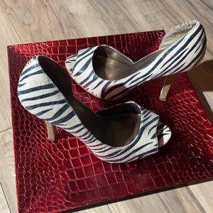 ‼️Printed Heels Black Scuff 1 heel shown in pic